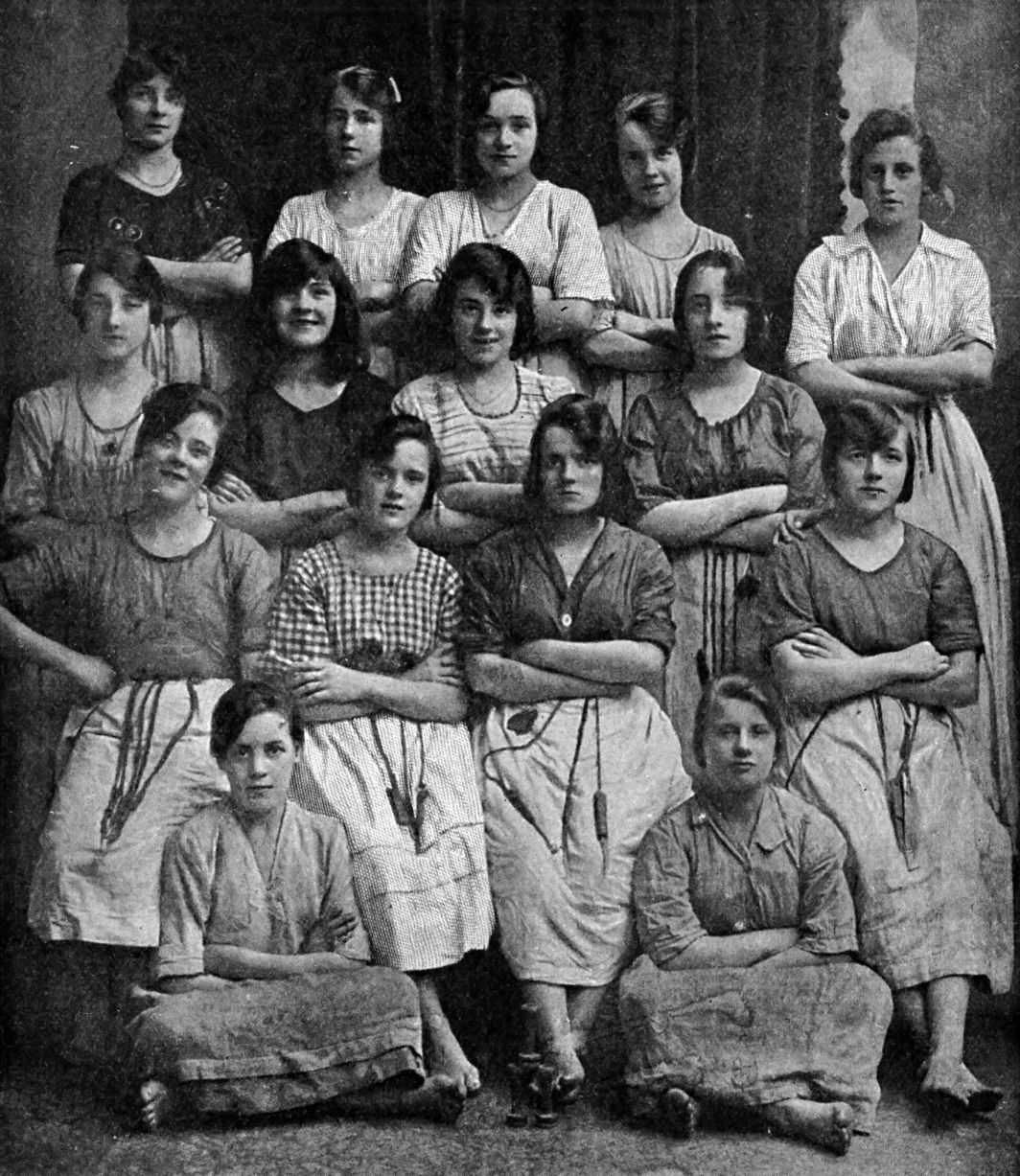 Irish Linen Girls, ca. 1900